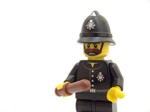 Čo robiť a nerobiť počas policajného výsluchu vo Veľkej Británii